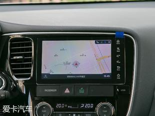 配置方面,推荐车型除了全系标配的ABS防抱死、发动机防盗锁止、定速巡航、倒车影像、车窗防夹手功能之外,还增加了中央差速锁、防碰撞预警和自适应巡航,对于越野爱好者或喜好长途的旅行者来说,这三项配置的加入可以使欧蓝德应付更多路况条件。