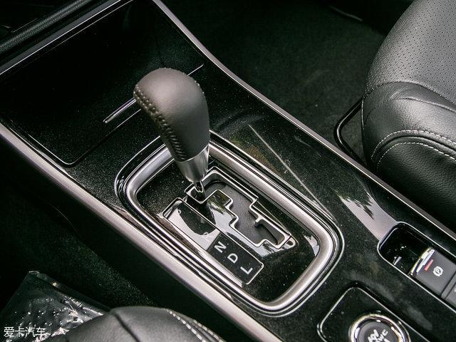 动力方面,推荐车型搭载2.4L自然吸气发动机,最大功率141kW(192Ps)/6000rpm,最大扭矩235Nm/4200rpm。传动方面,与之匹配6速CVT变速箱。