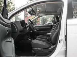 2018款2.4L 四驱尊贵版 前排空间
