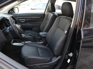2018款2.0L 两驱荣耀版 前排座椅