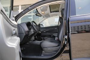 2018款2.4L 四驱豪华版 前排空间