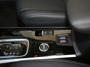 2018款2.4L 四驱豪华版 驻车制动器
