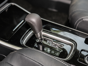 2018款2.4L 四驱精英版 变速挡杆