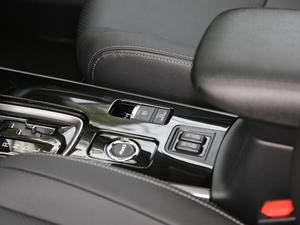 2018款2.4L 四驱精英版 驻车制动器
