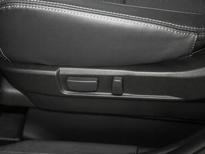 2018款2.0L 两驱荣耀版 座椅调节