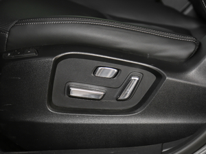 2019款2.5L 两驱尊贵型 座椅调节