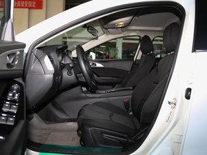 2017款三厢 1.5L 自动豪华型 前排空间