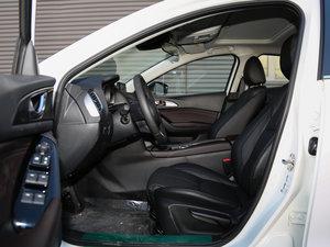 2017款三厢 1.5L 自动尊贵型 前排空间