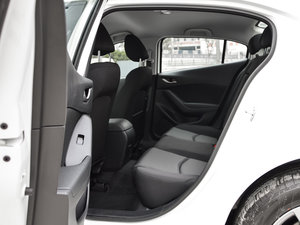 2017款三厢 1.5L 手动舒适型 后排空间