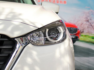 2017款两厢 1.5L 自动舒适型 头灯