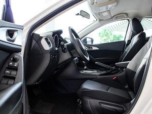 2017款两厢 1.5L 自动舒适型 前排空间