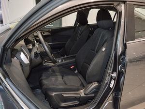 2017款三厢 1.5L 自动豪华型 前排座椅