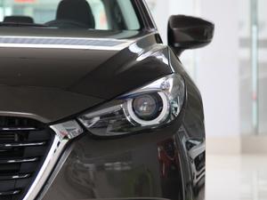 2017款三厢 2.0L 自动尊贵型 头灯