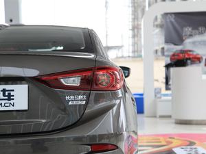 2017款三厢 2.0L 自动尊贵型 尾灯