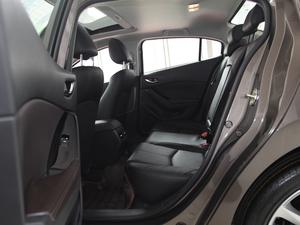 2017款三厢 2.0L 自动尊贵型 后排空间