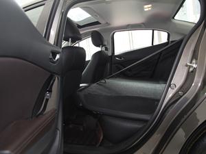 2017款三厢 2.0L 自动尊贵型 后排座椅放倒