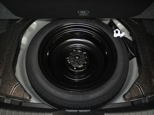2017款三厢 2.0L 自动尊贵型 备胎