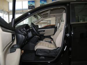 2018款240TURBO 两驱舒适版 前排空间