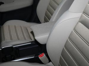 2018款240TURBO 两驱舒适版 前排中央扶手