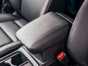 2015款2.4L 四驱尊贵版 前排中央扶手
