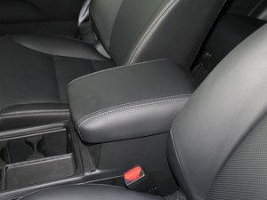 2015款2.4L 两驱豪华版 前排中央扶手