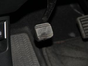 2015款2.4L 两驱豪华版 驻车制动器