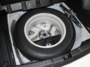 2015款2.4L 两驱豪华版 备胎
