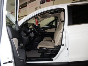 2015款2.0L 两驱风尚版 前排空间