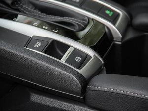 2016款220TURBO 自动尊耀版 驻车制动器
