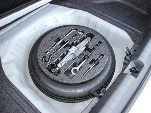 2016款220TURBO 自动豪华版 备胎