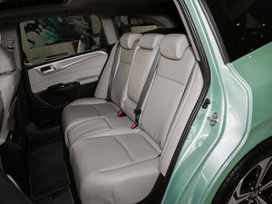 2017款210TURBO CVT豪华版 5座 后排座椅