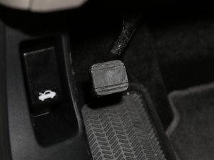 2017款210TURBO CVT豪华版 5座 驻车制动器
