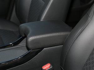 2017款210TURBO CVT豪华版 5座 前排中央扶手