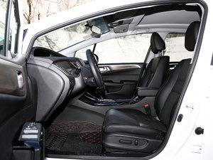 2017款210TURBO CVT豪华版 5座 前排空间