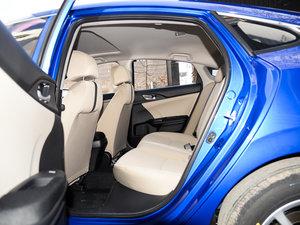 2017款180TURBO 自动舒适版 后排空间