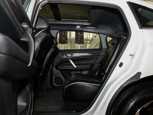 2017款370TURBO 两驱尊贵版 后排空间