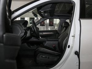 2017款370TURBO 两驱尊贵版 前排空间