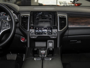 2017款370TURBO 两驱尊贵版 中控台