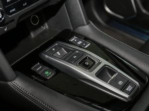 2017款370TURBO 四驱尊享版 变速挡杆