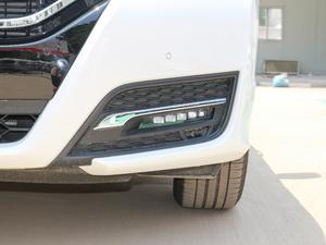 2017款370TURBO 四驱尊耀版 雾灯