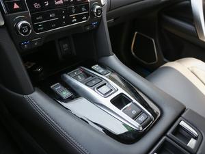 2017款370TURBO 四驱尊耀版 变速挡杆