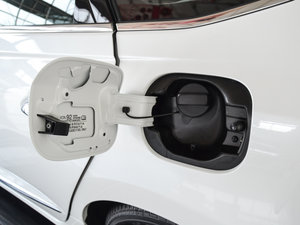 2017款2.0L CVT 舒适版 油箱盖打开