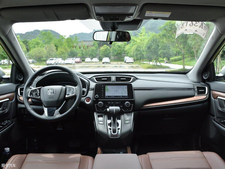 2017款本田CR-V240TURBO 自动四驱尊耀版