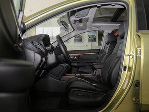 2017款240TURBO 自动四驱尊贵版 前排空间