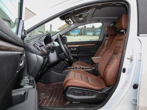 2017款240TURBO 自动四驱尊耀版 前排空间