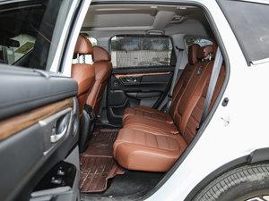 2017款240TURBO 自动四驱尊耀版 后排空间
