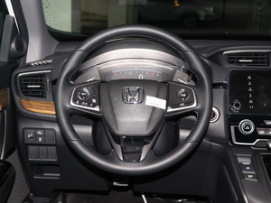 2017款240TURBO 自动两驱风尚版 方向盘