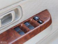 中控区日产D22皮卡车窗控制