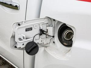 2017款2.5L 自动四驱豪华版 油箱盖打开