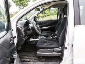 2017款2.5L 自动四驱豪华版 前排空间